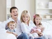 Разновозрастные дети в одной семье: как приучить старшего к младшему?