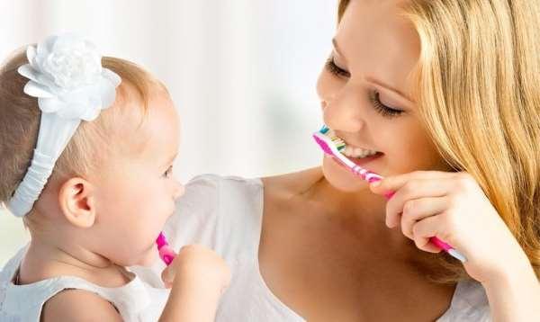 Нужно ли чистить молочные зубы?