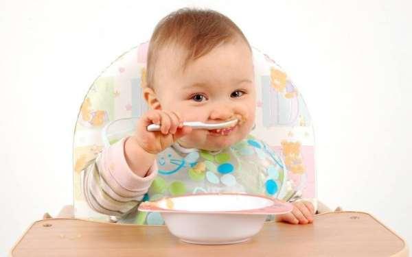 Как правильно кормить малыша и какую посуду при этом использовать