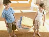 Как правильно научить малыша быть аккуратным