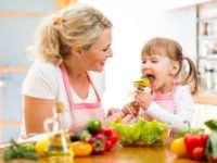 Дочь – помощница на кухне