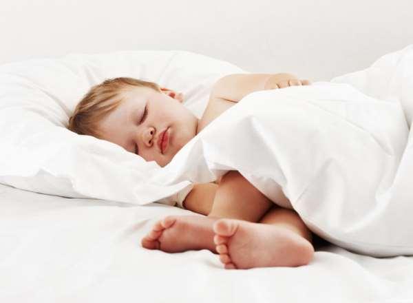 Как приучить ребенка к отдельному сну