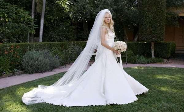 Азалия – шикарные свадебные платья, цветы и бижутерия в ассортименте