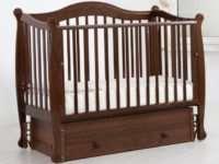 Детская кроватка-маятник поможет быстро уложить спать малыша