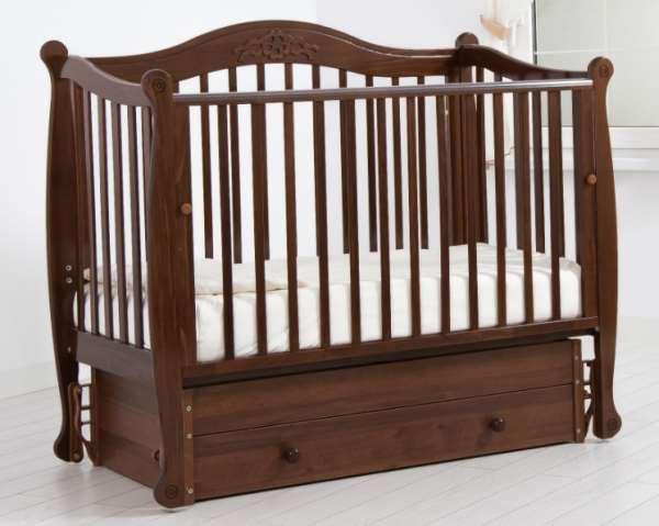 Детская кроватка маятник поможет быстро уложить спать малыша