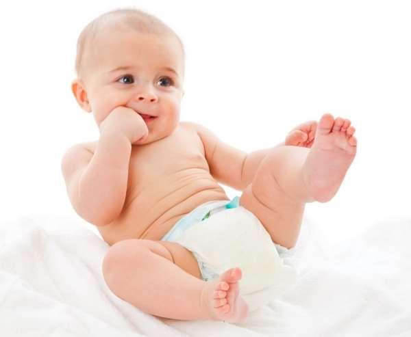 На что смотреть, выбирая подгузники малышу