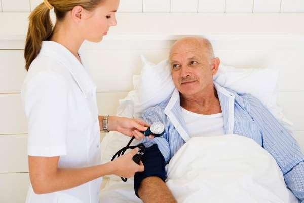Реабилитация после перелома шейки бедра в частном пансионе для престарелых