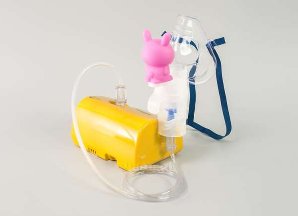 Детский небулайзер в виде игрушки яркого цвета