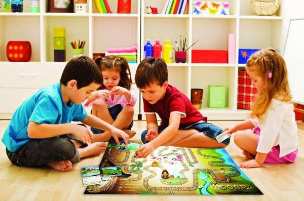 Детские настольные игры – отличное развлечение в любых условиях