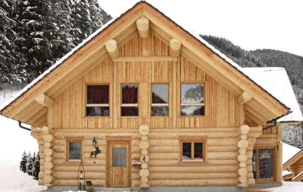 Сруб дома из бревна: особенности и плюсы
