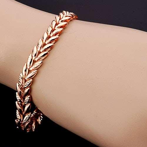 Наручный золотой браслет как изящное и утонченное женское украшение