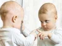 Как ребенок развивается по месяцам до года