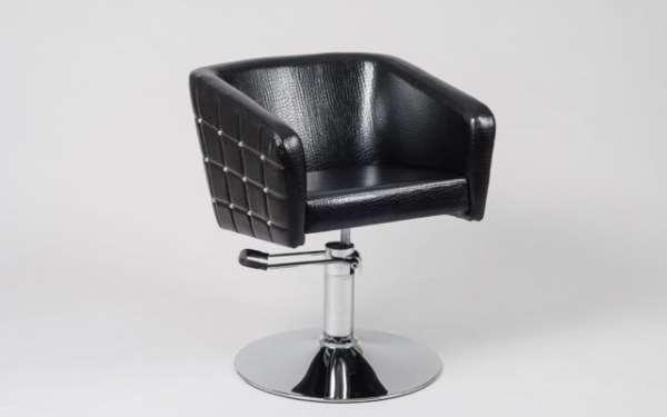 Выбор парикмахерского кресла с удобством для клиента
