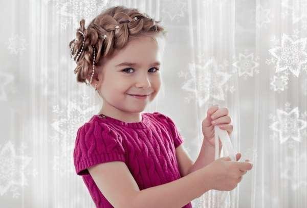 Детские праздничные прически на короткие волосы