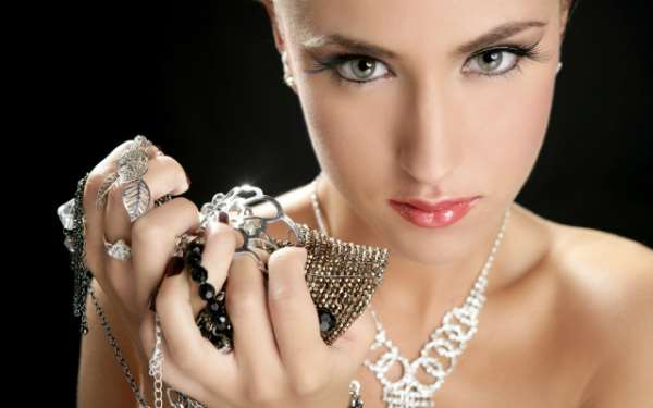 Серебряные украшения для женщин – изящество и благородство