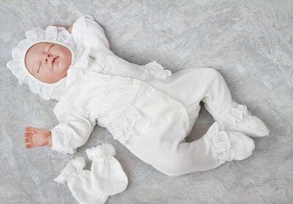 Какую одежду нужно покупать всем новорожденным?