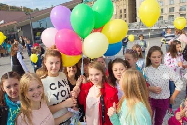 Волонтеры Черновцов приобщились к благотворительному флешмобу