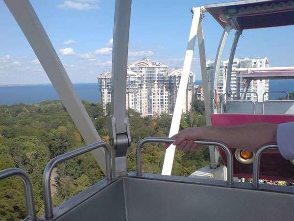 Жители Черновцов хотят установки колеса обозрения на Соборной площади