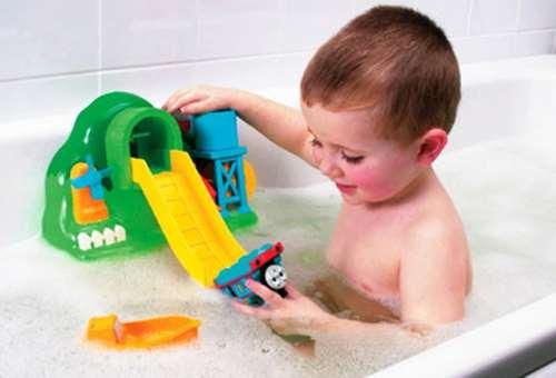 Детские игрушки для купания – какие варианты лучше выбрать