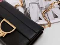 Женские сумочки и клатчи: чем они отличаются?