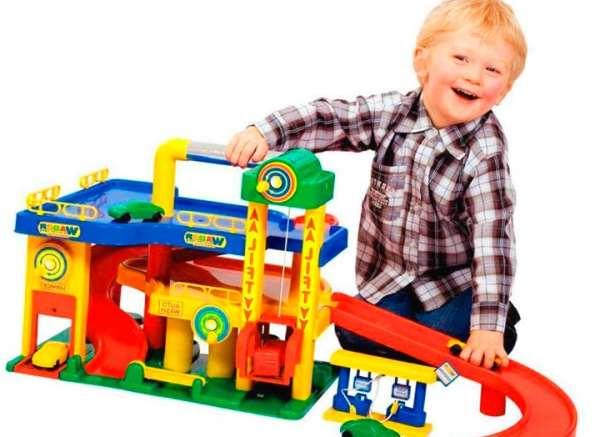 Простые и полезные подарки мальчику на два года