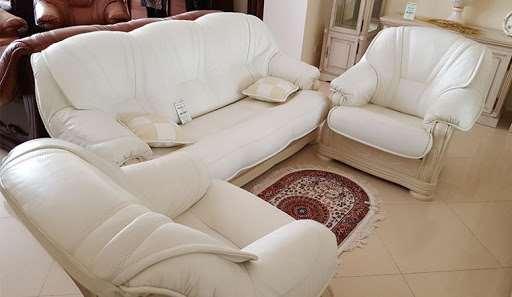 Проведение перетяжки мягкой мебели профильными спецами