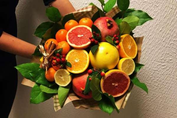 Букет из фруктов – оригинальный способ поздравления