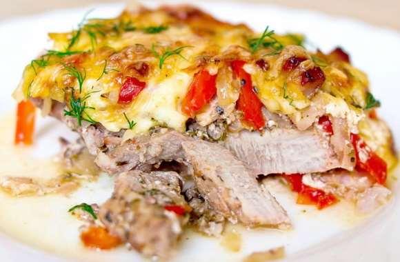 Супер блюдо в духовке: свинина с картошкой и шампиньонами