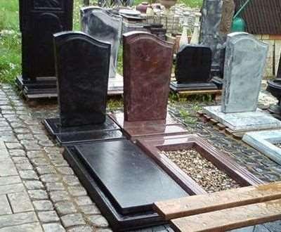 Памятники из гранита на могилу: какие бывают?