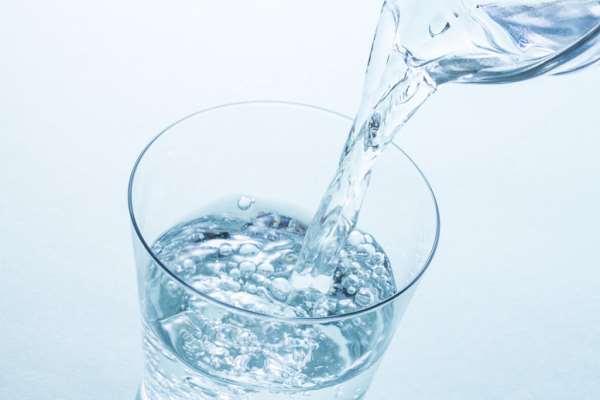 Дистиллированная вода в различных емкостях