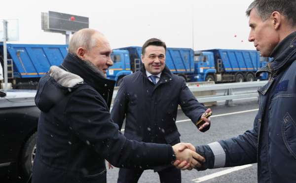 Путин открыл транспортную развязку в городе Химки